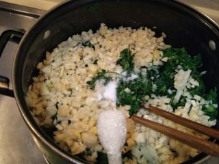 从零开始包馄钝—荠菜冬笋虾皮鲜肉馄钝,两勺糖。