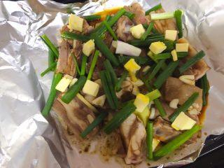 香嫩羊寸排,酱油切小块放在最上面。