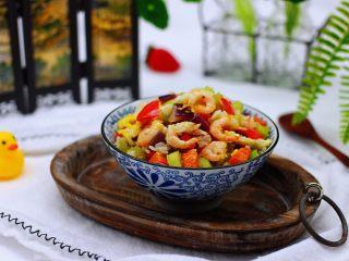 补钙补血的芹菜虾仁炒饭,好吃又好看,嘻嘻,老公秒光一碗。