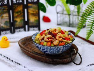 补钙补血的芹菜虾仁炒饭,再来一张诱惑你。