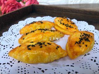 芒果酥,芒果酥烤好了,特别特别好吃,香酥可口,一口气能吃好几个。