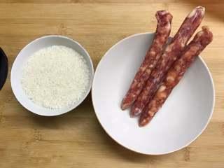 腊肠绣花锦菜饭,准备好材料。