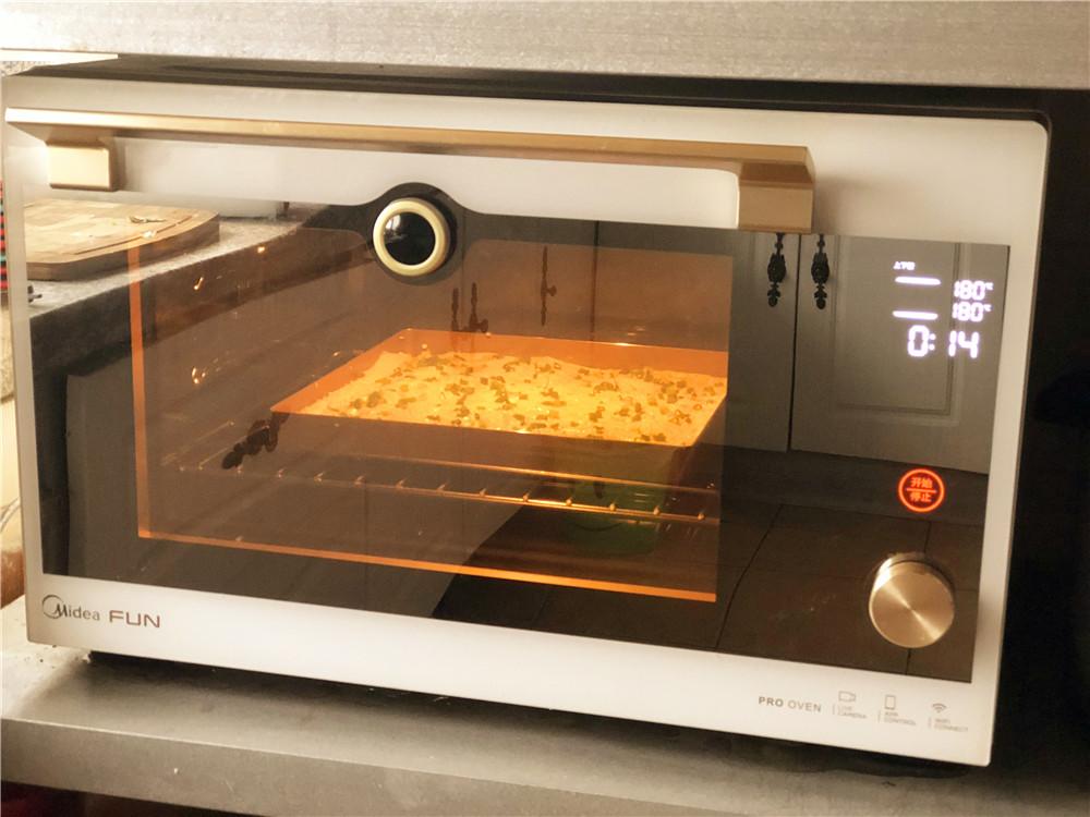 香葱肉松面包卷,180度上下火烤15分钟。</p> <p>