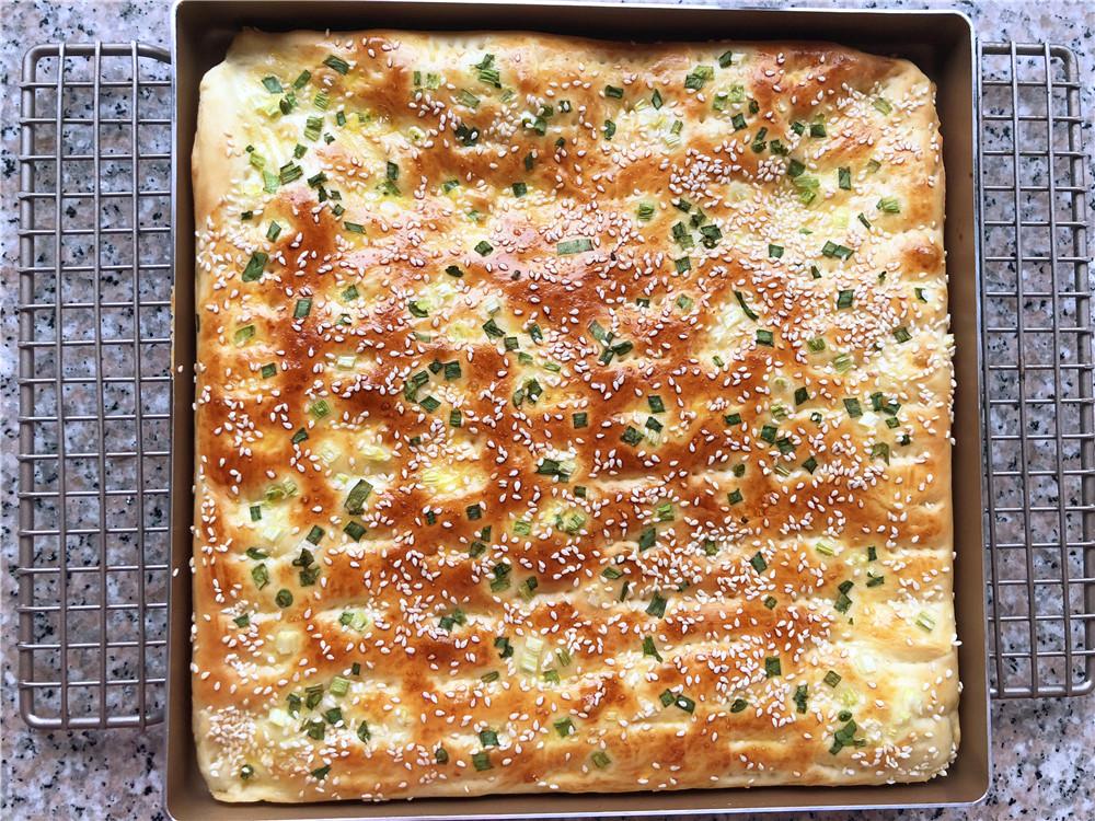 香葱肉松面包卷,取出烤好的面包。</p> <p>