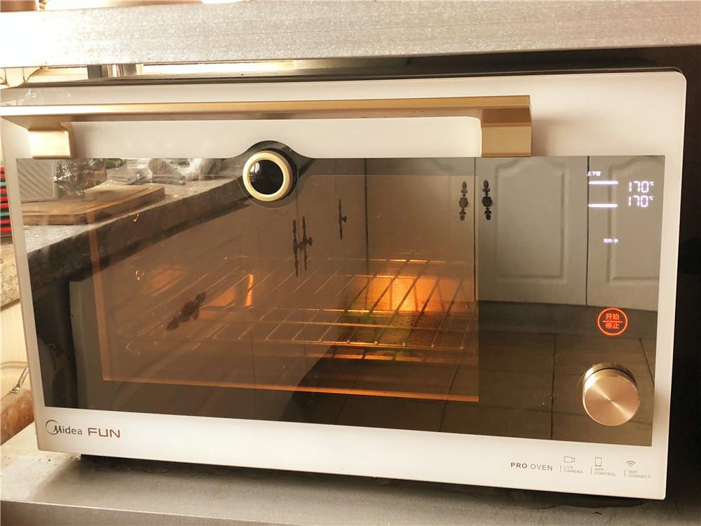 柠檬玛德琳甜甜圈,烤箱170度上下火预热。</p> <p>