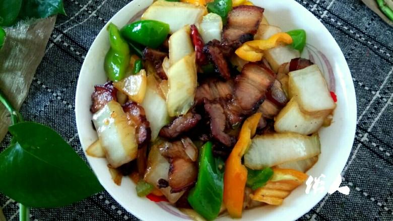 白菜尖椒炒腊肉,成品图