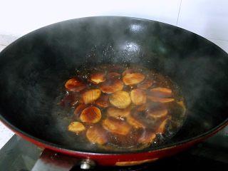 蚝油杏鲍菇,春节家宴必备,加入调料汁至汤汁浓稠即可。做法很简单,零失败,但是餐厅上的亮点,无论是从做法还是菜品本身,春节家宴必备之一。