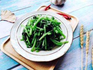 蒜蓉茼蒿,盛在漂亮的器皿