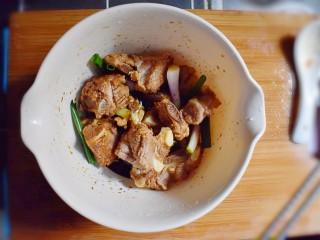排骨烧山药 (电饭煲版),搅拌均匀后,腌制半个小时。