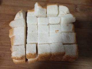奶香布丁面包,吐司切丁
