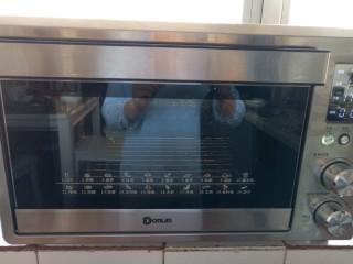 奶香布丁面包,烤箱170度预热
