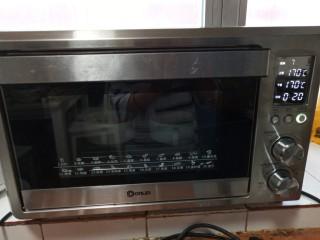 奶香布丁面包,放入烤20分钟