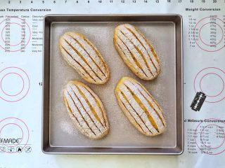 亚麻籽南瓜软欧包,16、割包,造型随意。