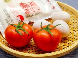 酸酸甜甜的番茄炒蛋,西红柿一定要选择熟透的,红红的圆圆的多汁的才好吃。