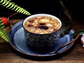 补血养胃的杂粮冰糖粥,喝上一碗暖心暖胃驱寒又营养。
