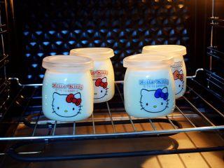 奶粉酸奶,放入烤箱
