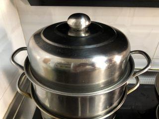 黑麦发糕,冷水上锅蒸,大火20分钟,关火焖5分钟