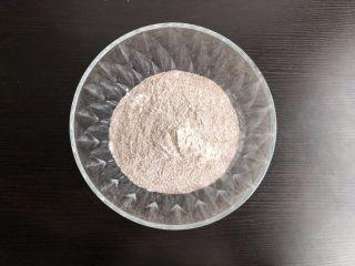 黑麦发糕,低筋面粉与黑麦面粉充分混合