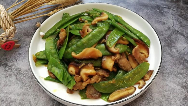 肉炒荷兰豆香菇,成品图。