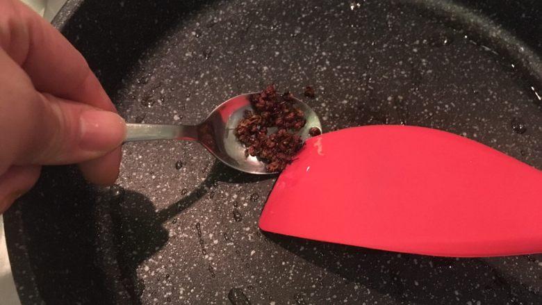 孜然羊肉,捞掉花椒粒不要