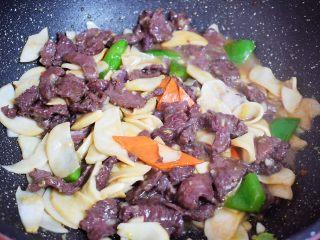 牛肉炒杏鲍菇,翻炒均匀即可