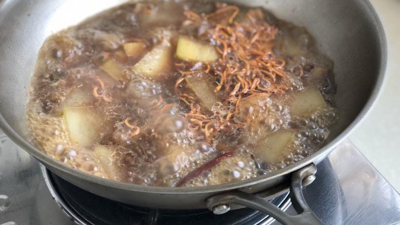 饱看修竹何妨肉➕虫草花冬瓜烧五花肉,大火收汁到汤汁浓郁,我喜欢用这个汤汁泡饭,所以不会收干,大家凭自己喜好