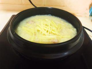元气早餐  砂锅海参小米粥,调匀后烧开即可