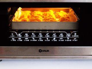 少油减脂的劲爆鸡米花,启动烤箱,上管190度,下管185度,烤制20分钟。(具体时间及温度请根据自家烤箱性能另定)
