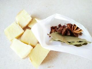原汁皮冻,准备调料包:花椒八角香叶,生姜
