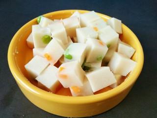 原汁皮冻,取出切小块,即可食用,也可以凉拌!
