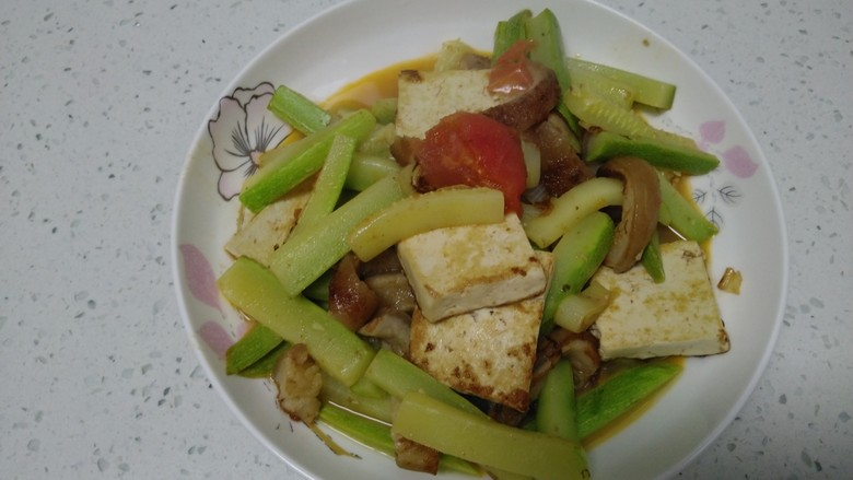 豆腐猪皮炒西葫芦