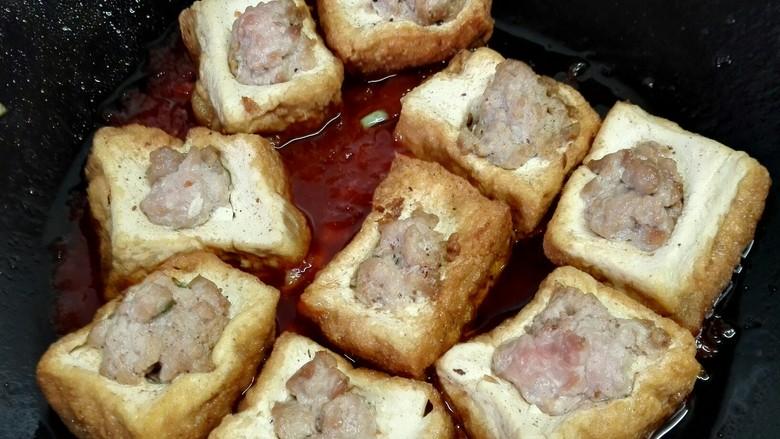 茄汁豆腐酿肉,放入炸好的豆腐块