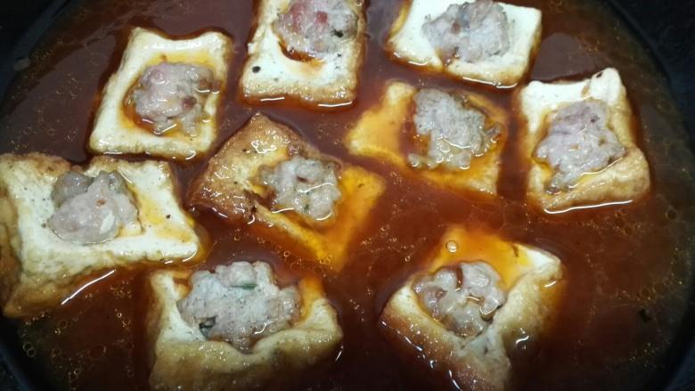 茄汁豆腐酿肉,加入适量清水