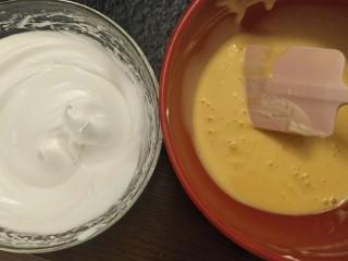 新手奶油小西饼——少油少糖,打到干性发泡。有小尖角。