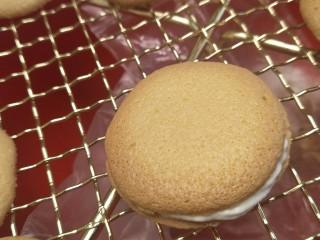 新手奶油小西饼——少油少糖,一个盖上一个做成小西饼的样子。