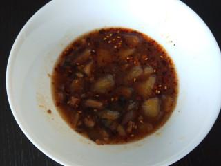 新文美食  张家口特色美食 莜面条,碗中放入茄子土豆,在放入香菇汤。