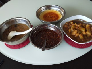 新文美食  张家口特色美食 莜面条,提前炸一盆油辣子。