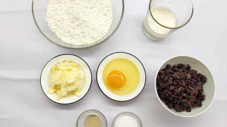 香甜可口的紫米华夫饼,所有材料称好备用。