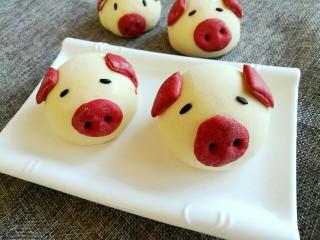 小猪馒头,依次做好,二次醒发好后放蒸锅蒸熟即可