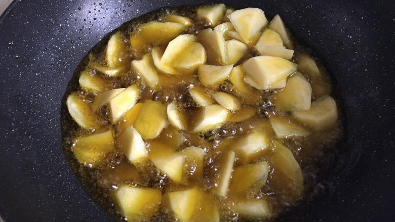 地三鲜,加入土豆油炸