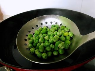 牛奶豌豆热饮,捞出。