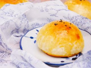 卡仕达面包,平时酵头和馅料可以提前做好,早上稍微做下面团就可以了。