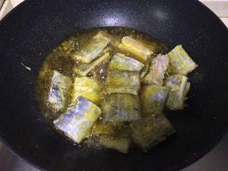 红烧带鱼,加入带鱼油炸