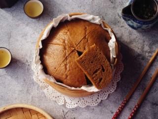 红糖马拉糕,一定要趁热吃哦,吃不完的,可以放冰箱冷藏,吃的时候再隔水加热