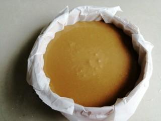 红糖马拉糕,将蛋糕糊倒入蒸笼里,静置20分钟