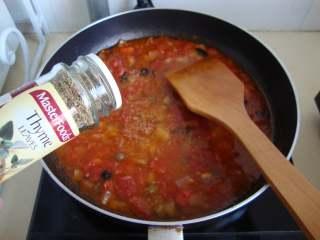 西西里肉丸意面, 加盐、少量糖、胡椒粉、欧芹、香草、水适量煮成酱汁