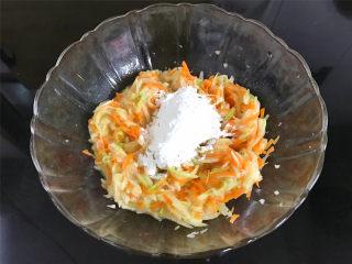 萝卜丝饼,然后加入适量的面粉和淀粉。