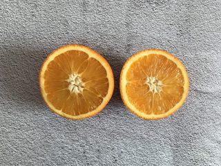香橙溶豆,橙子对半切开