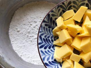 淡奶油果干燕麦司康饼,加入黄油