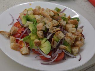 #年年有鱼#家宴:三文鱼沙拉,所有材料堆积好后调料
